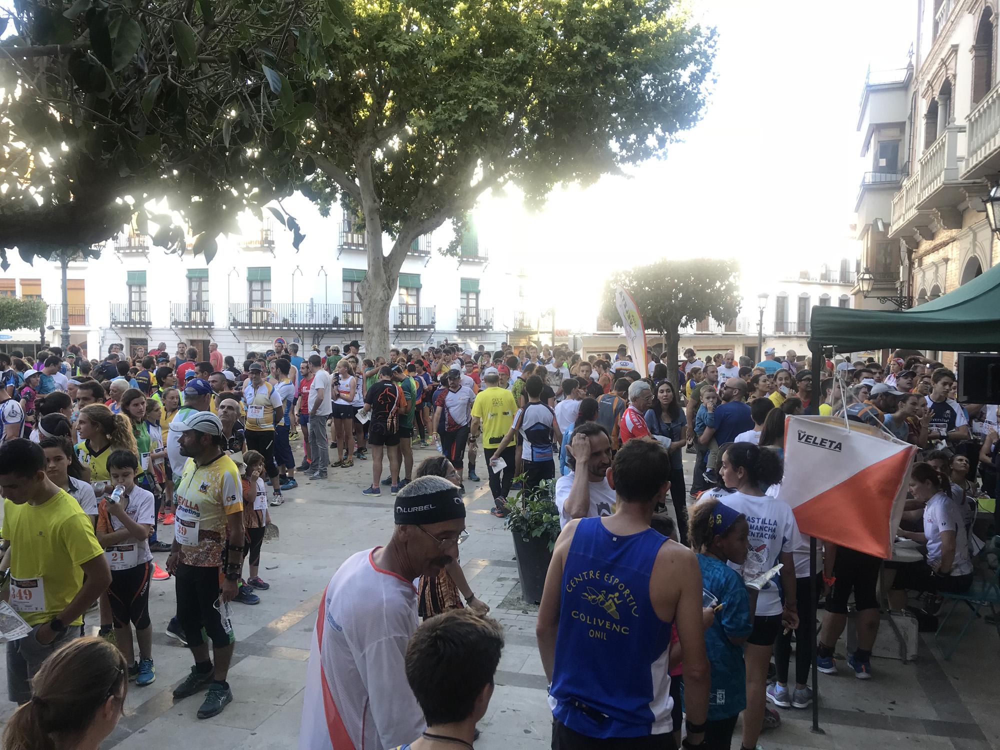 concentración de participantes en la Plaza Mayor Baza
