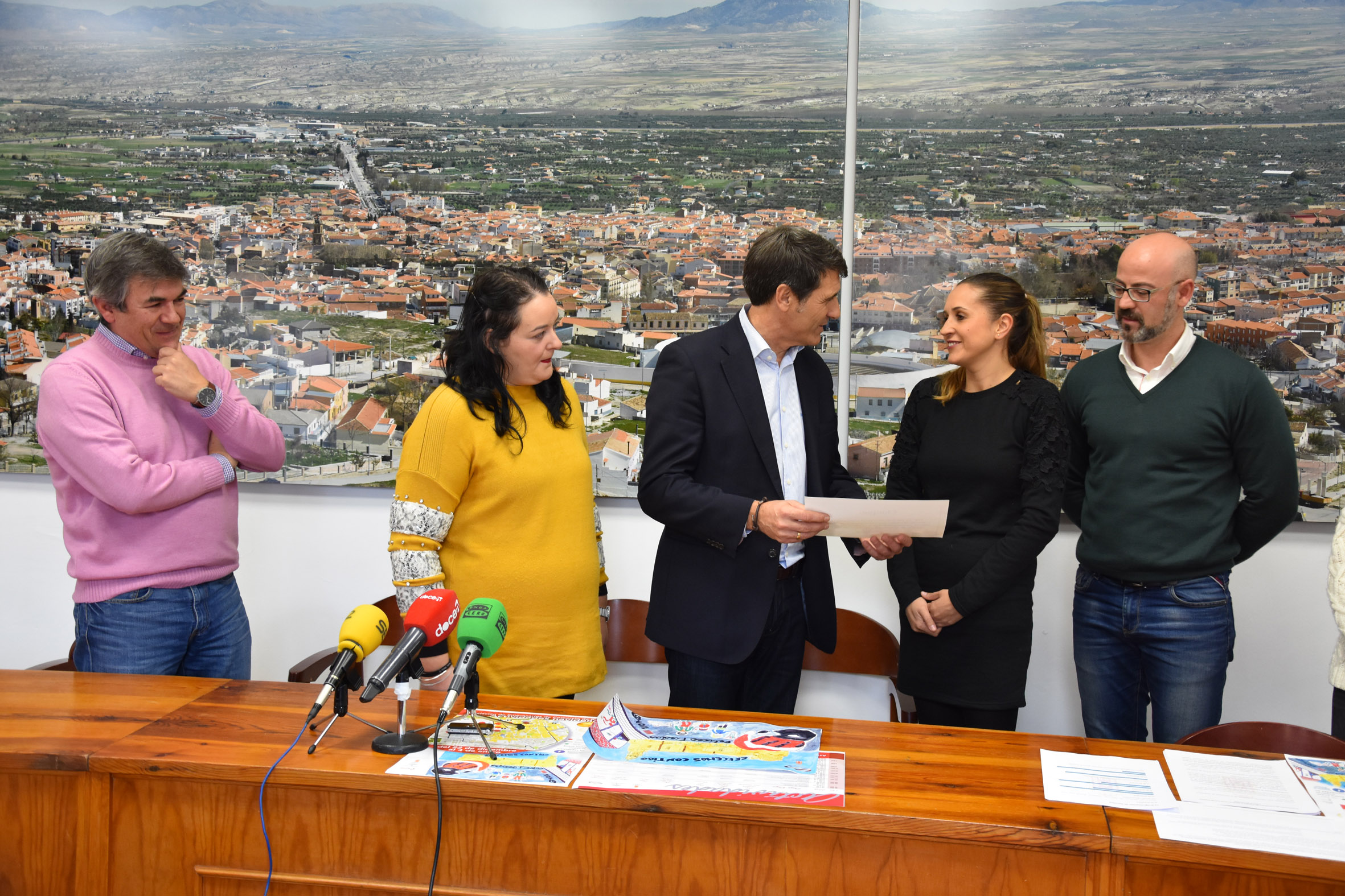 Vanessa Mesas recibe el premio a mejor video de impulso al comercio