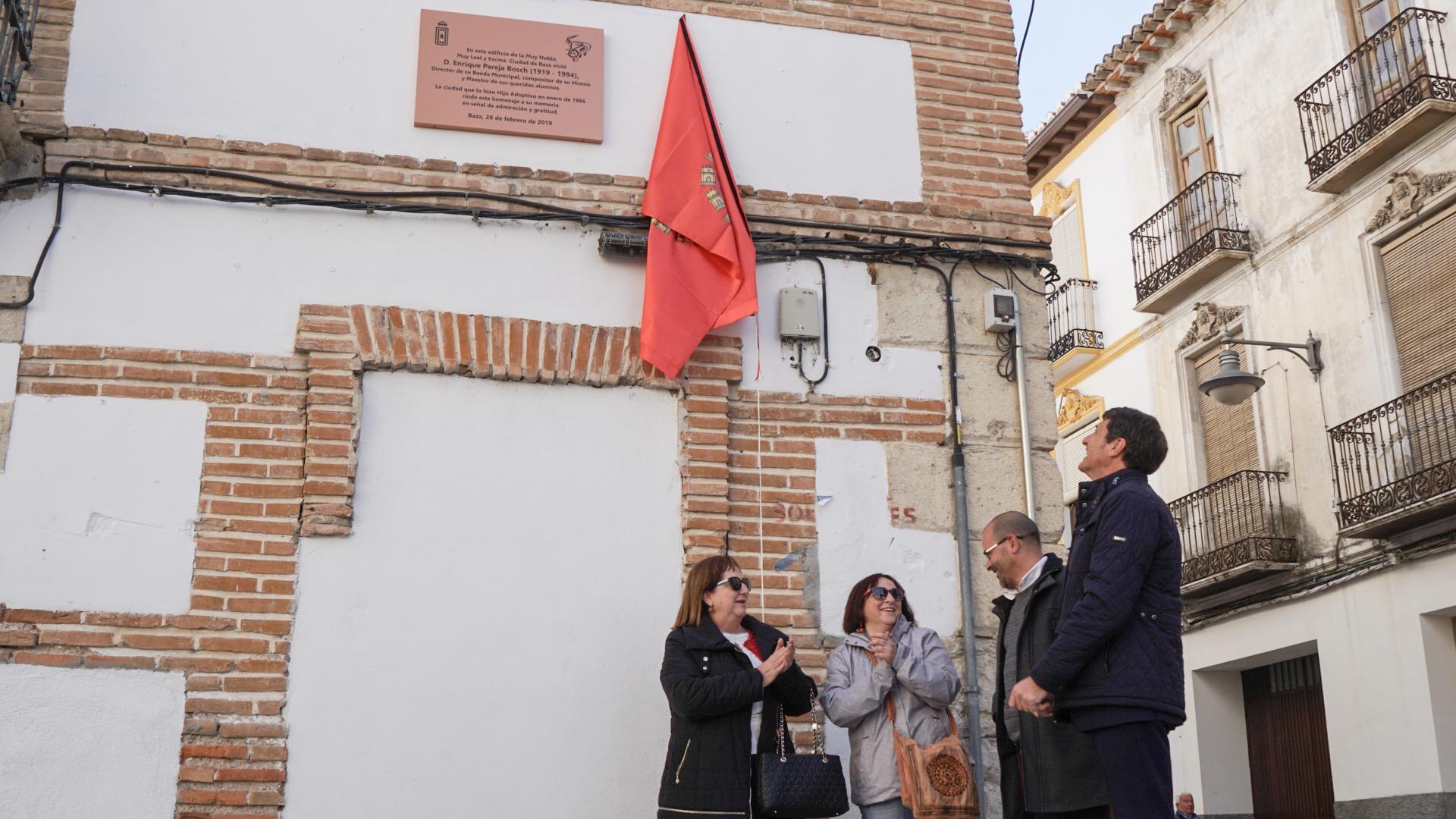 Descubrimiento de placa en honor a Enrique Pareja en Baza