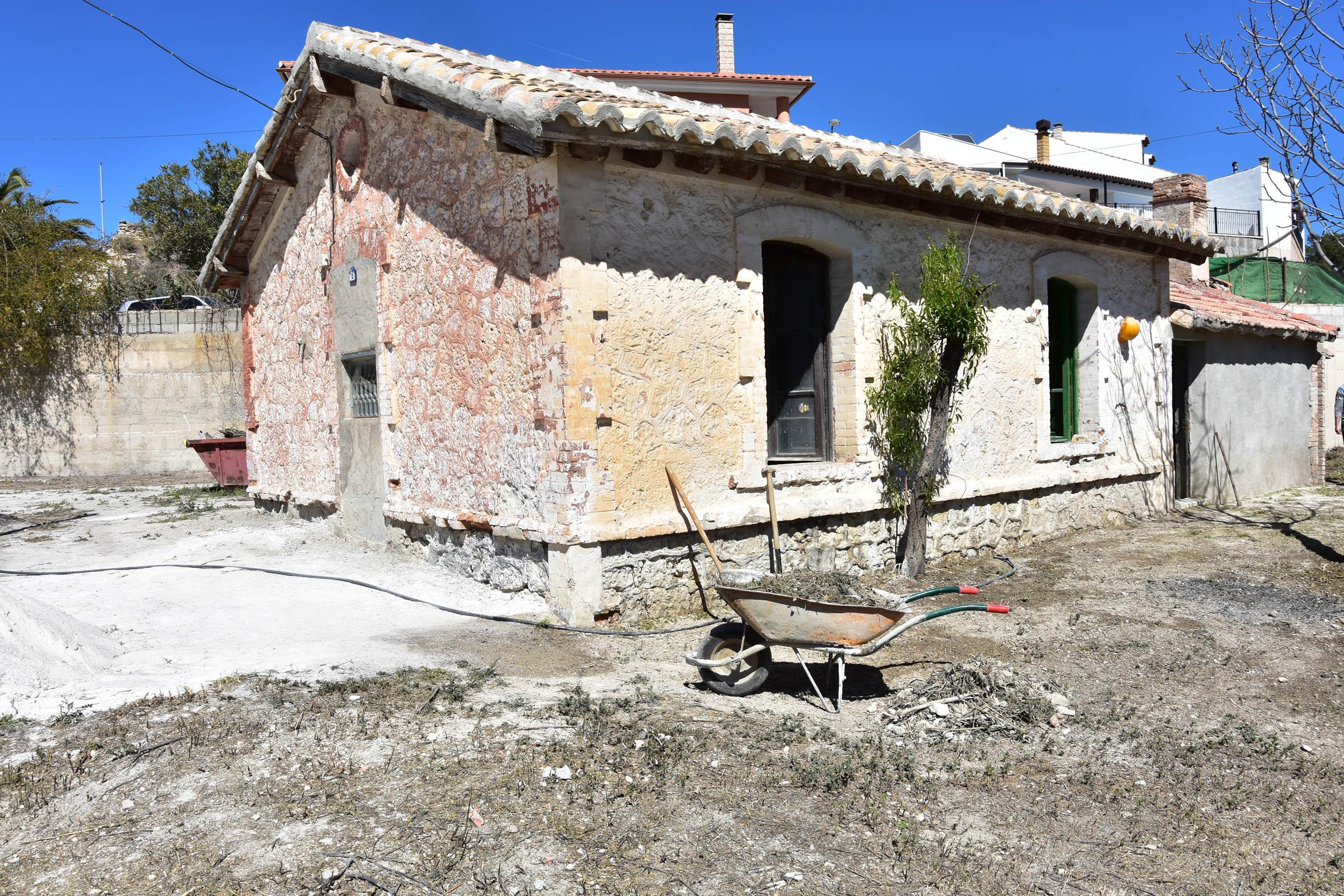 Antigua casa de Renfe en el barrio del Cerrico