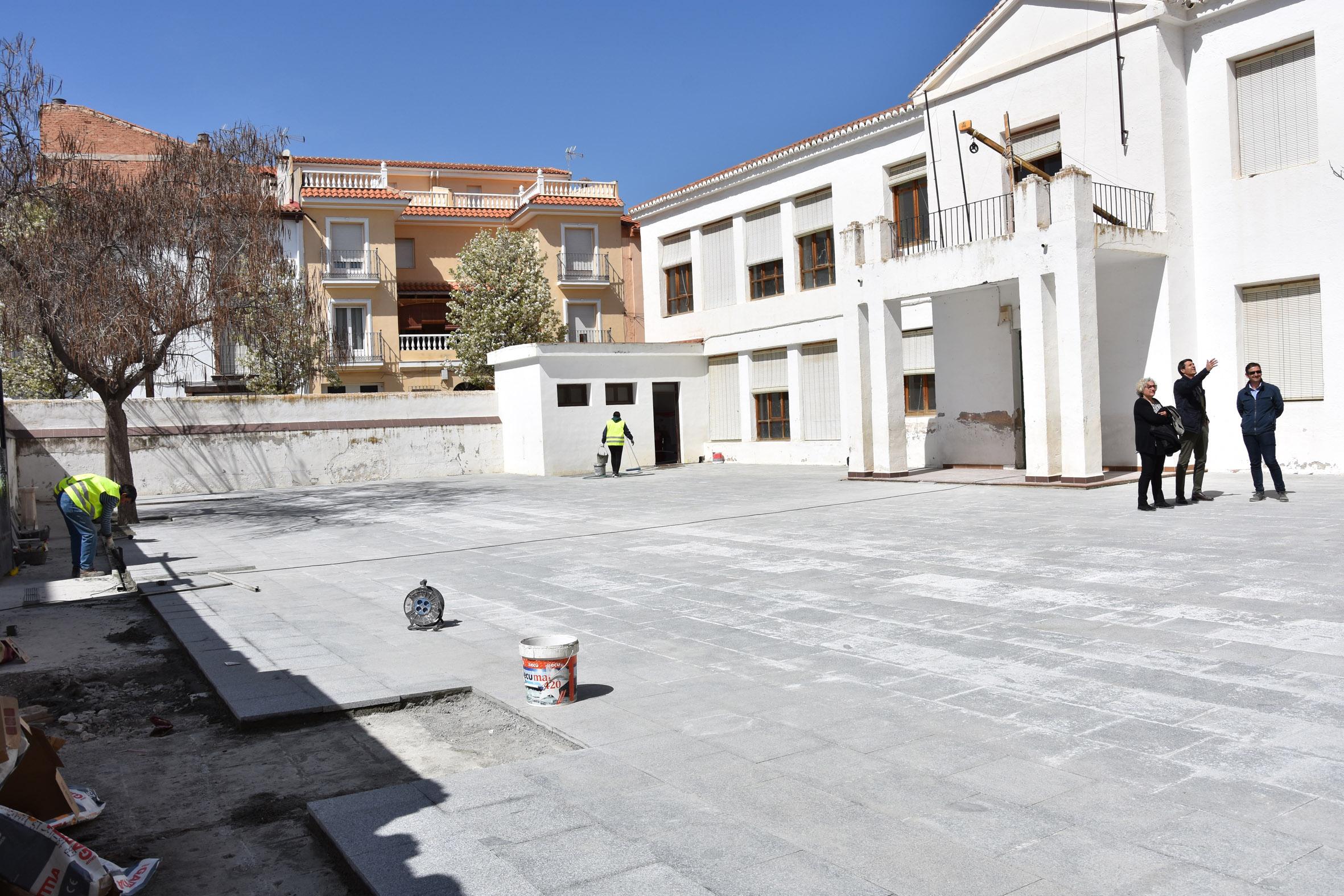 Edificio del antiguo colegio situado en calle Solares