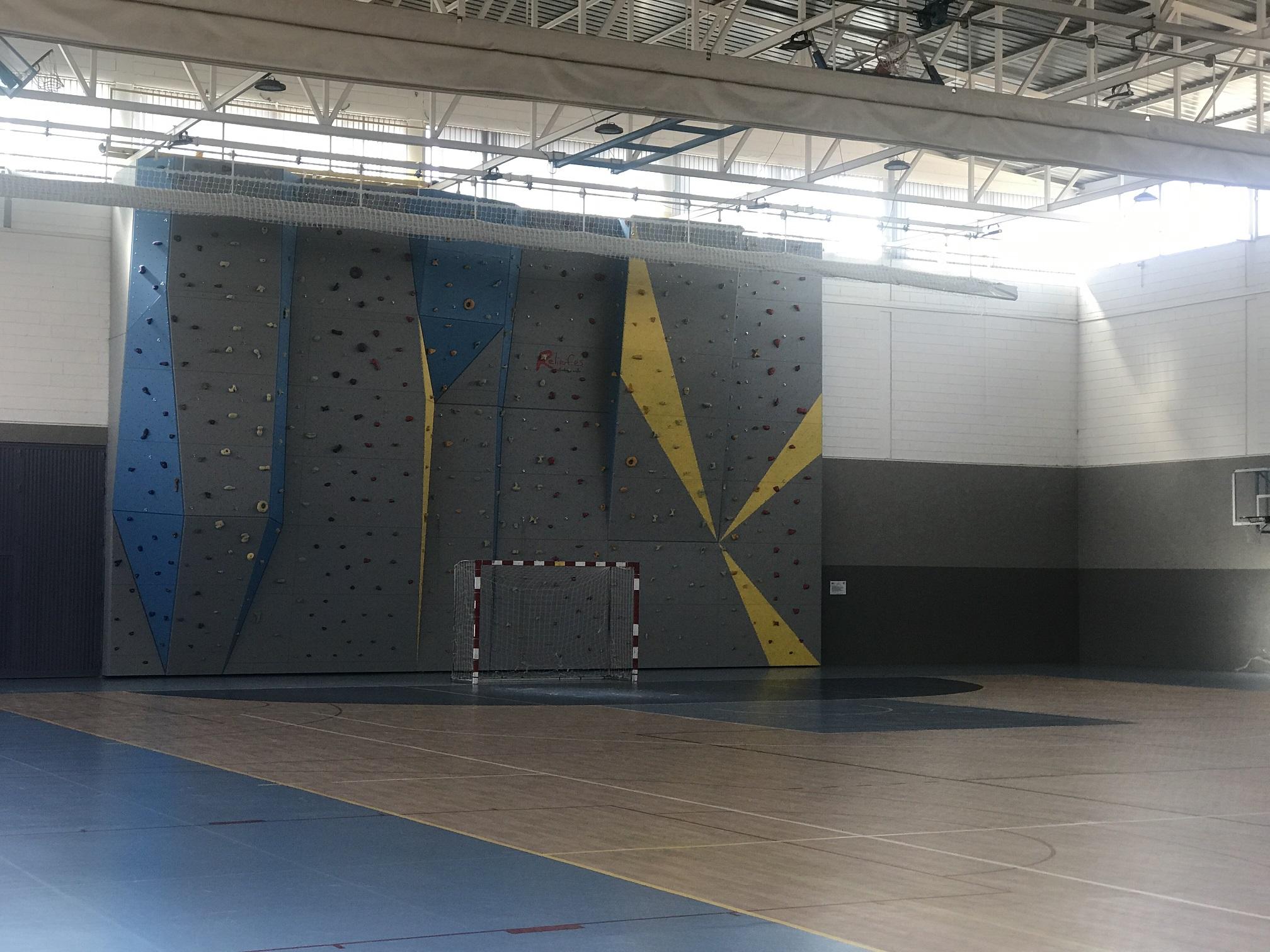 Rocódromo en el pabellón de deporte