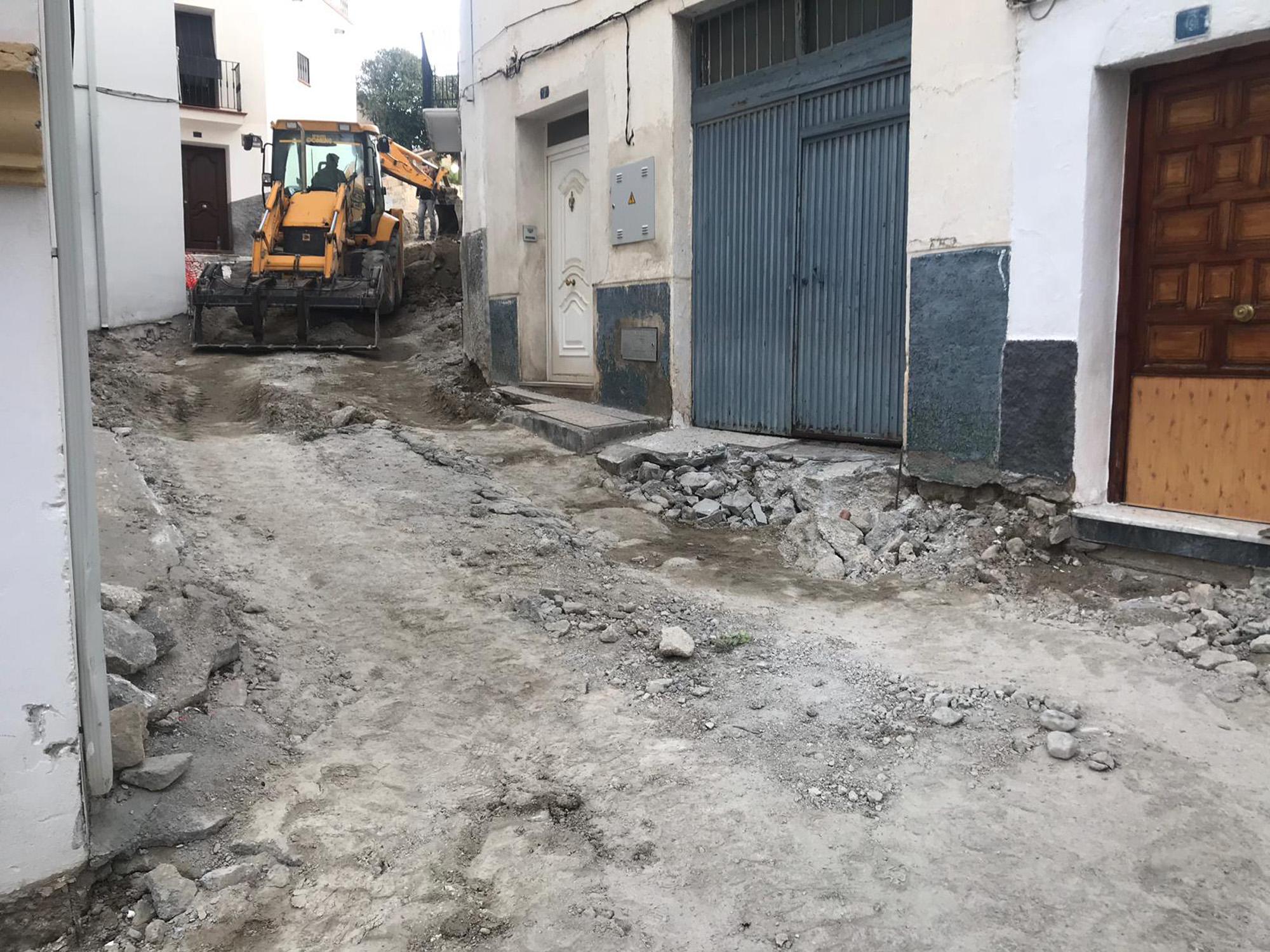Obras en la calle Trasgrisolías de Baza