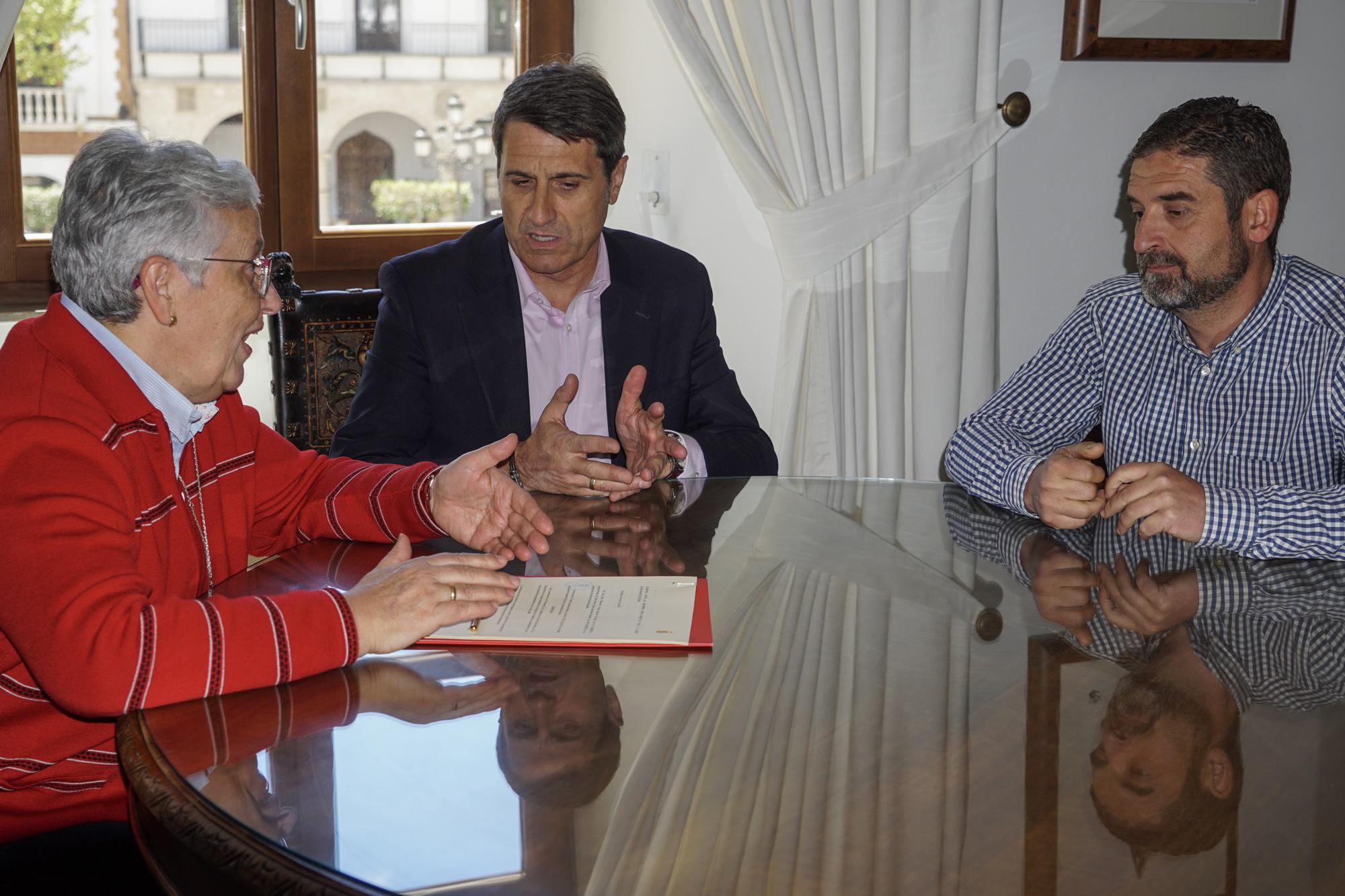 Firma del convenio para las obras de mejora de la seguridad vial en San  Marcos