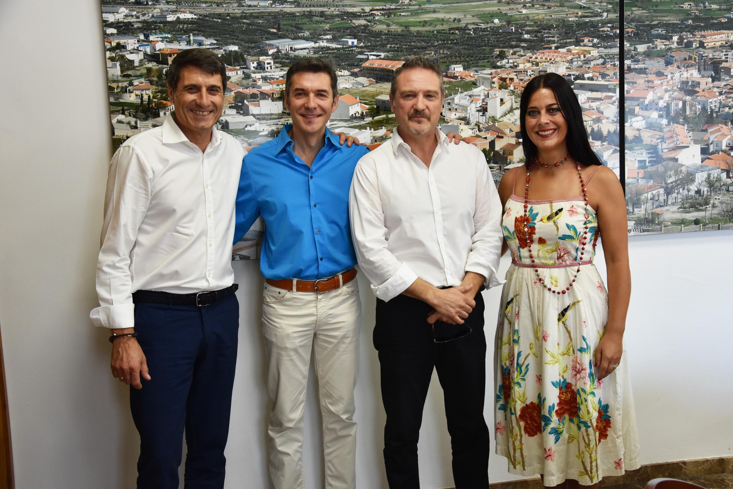 Los premiados con el Dama de Baza a la Cultura entre el alcalde y la concejala de Cultura