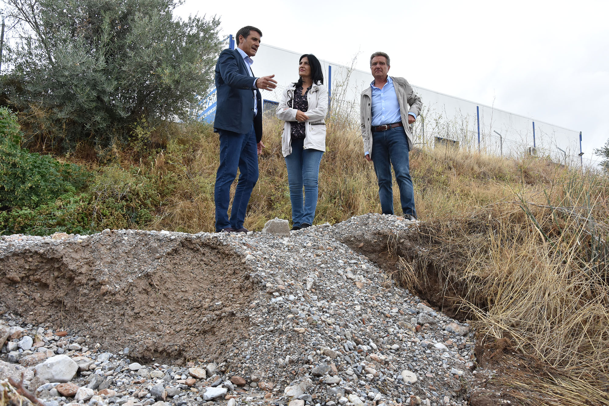 La subdelegada del Gobierno y el alcalde visitan las zonas afectadas por la riada