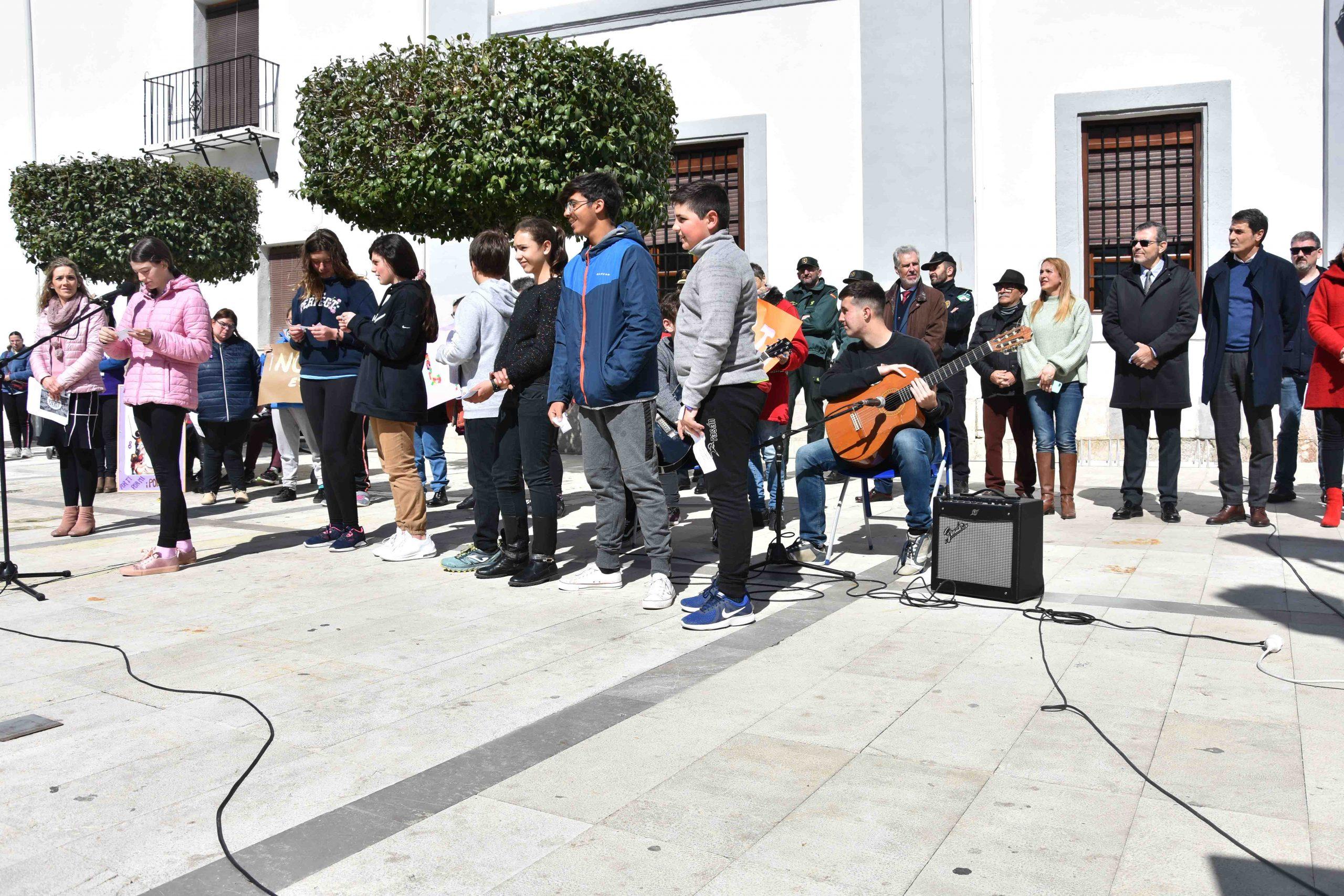 Alumnos del IES Jiménez Montoya de Baza leen su manifiesto