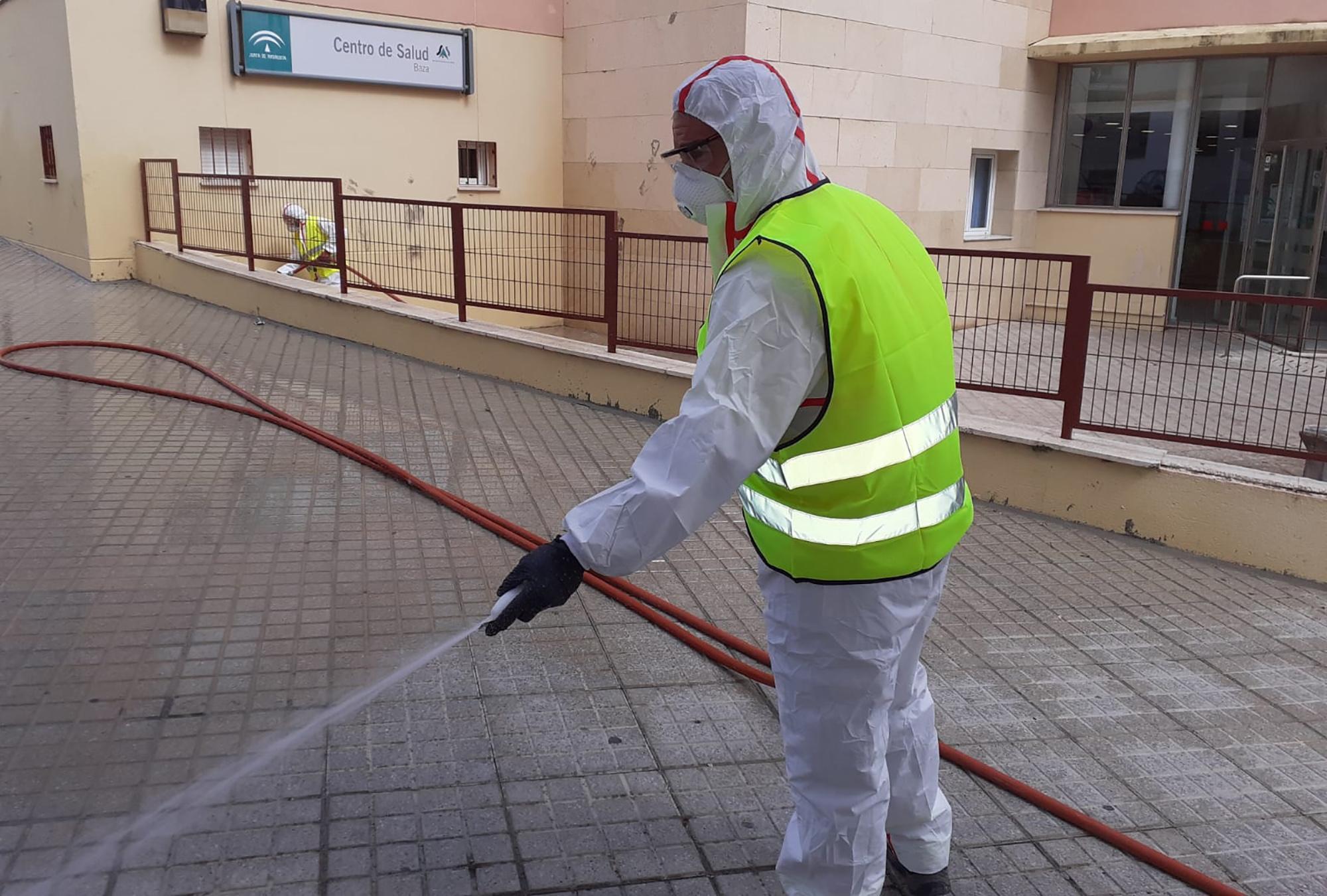 Limpieza y desinfección en los espacios con más tránsito de personas