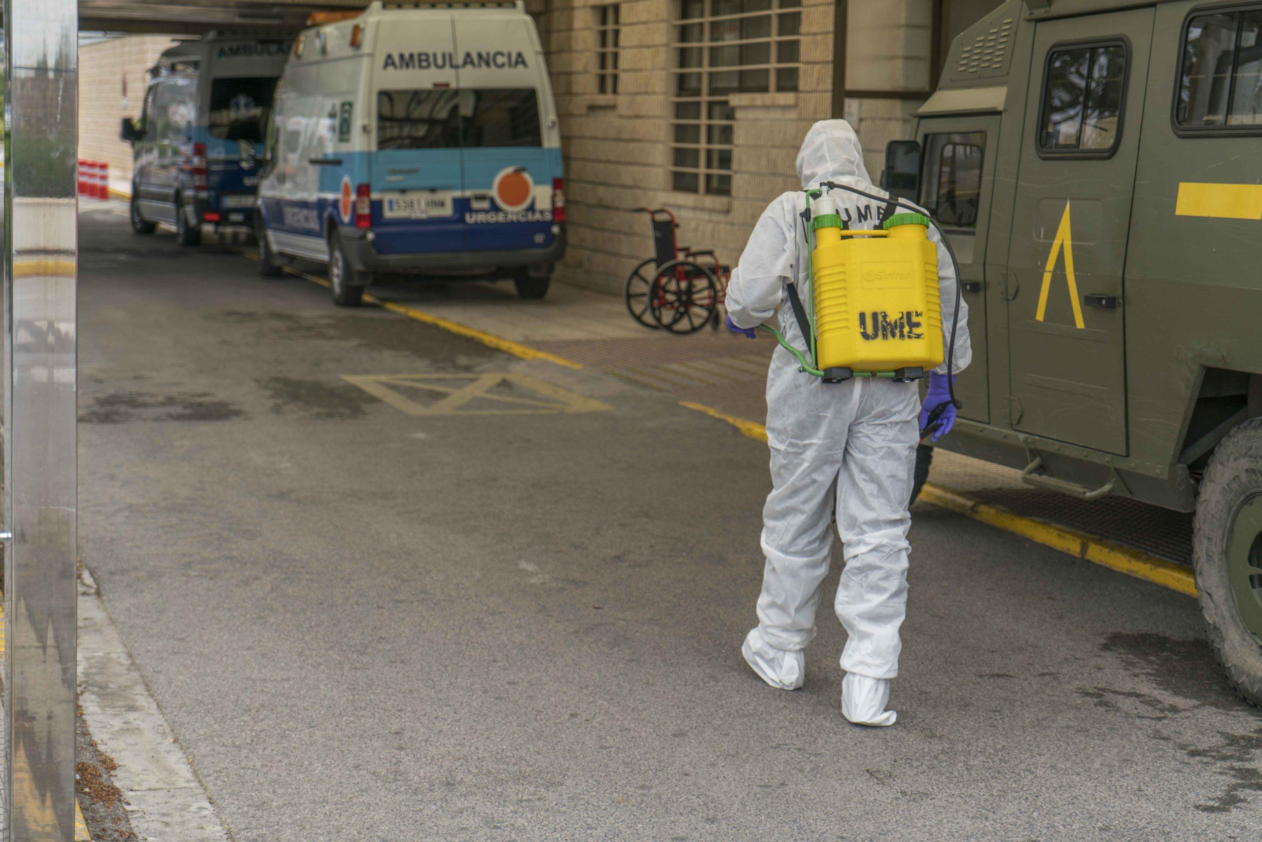 La UME en Baza acompañada por la Policía Local. Foto Carmelo Mateos Lozano
