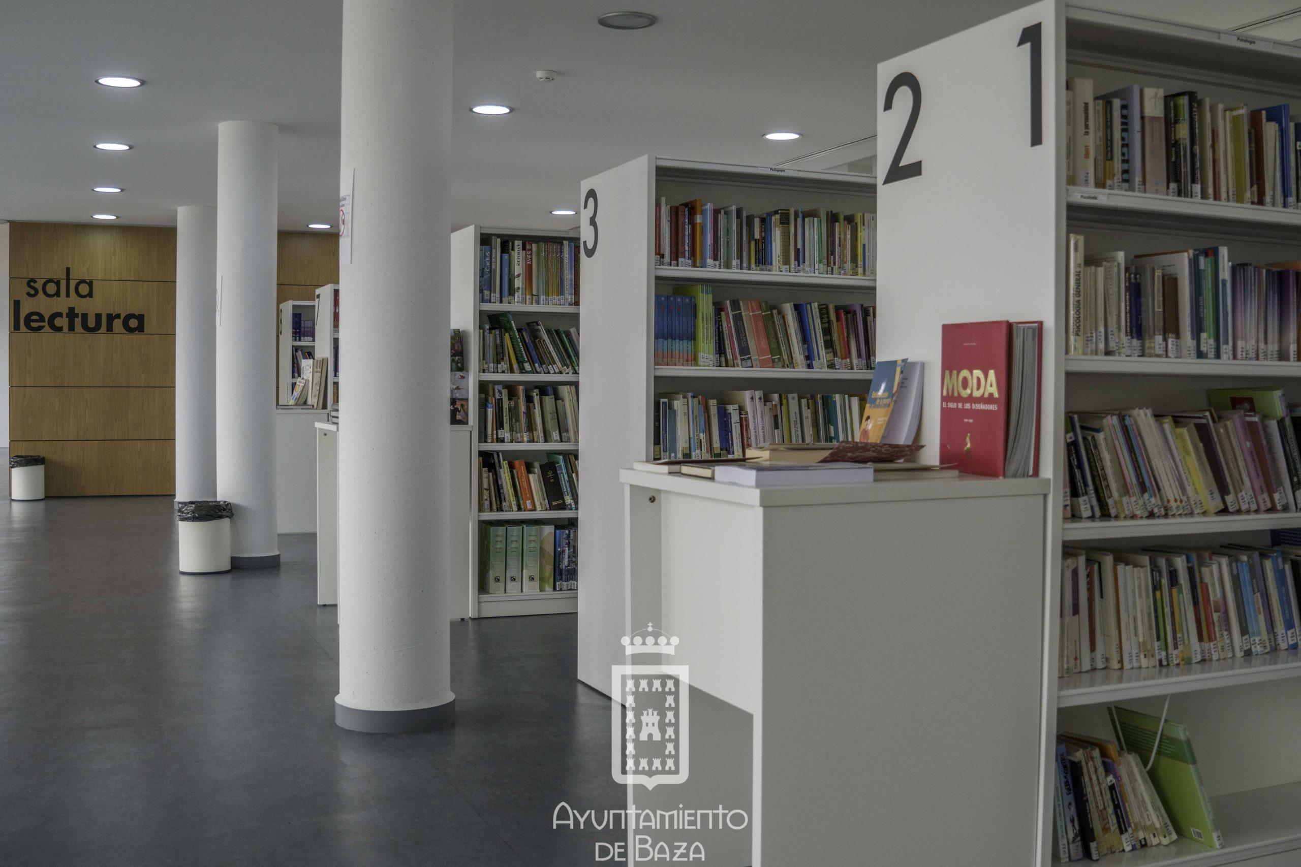 Sala de lectura de la biblioteca municipal José Becerril de Baza. Foto Carmelo Mateos