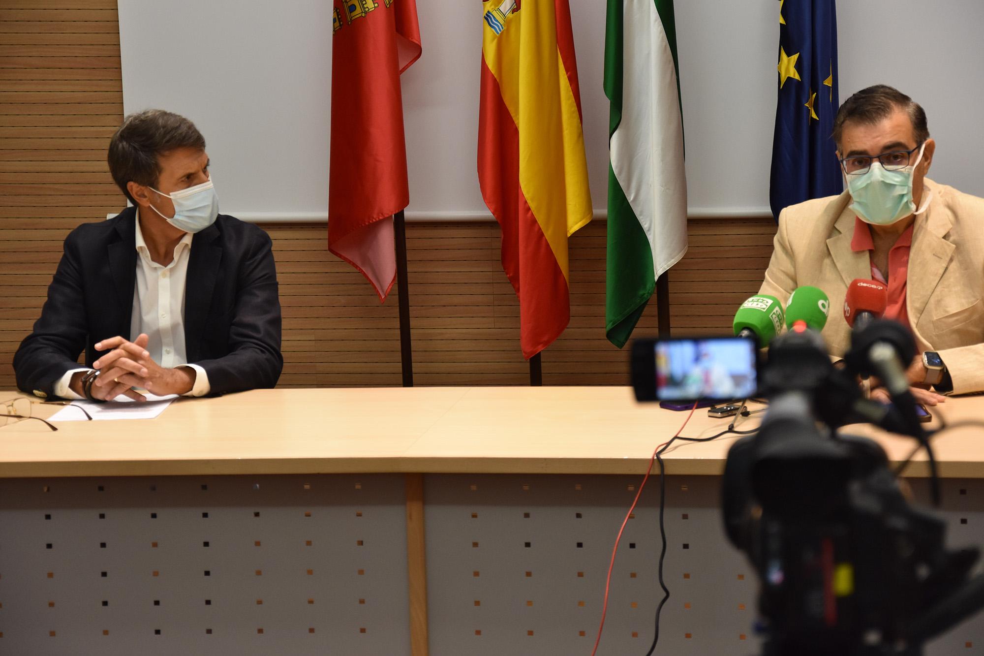 El alcalde de Baza y el director del área sanitaria Granada Nordeste